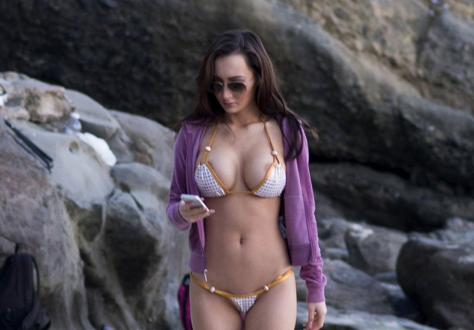 Amy Markham Expose Her Nips