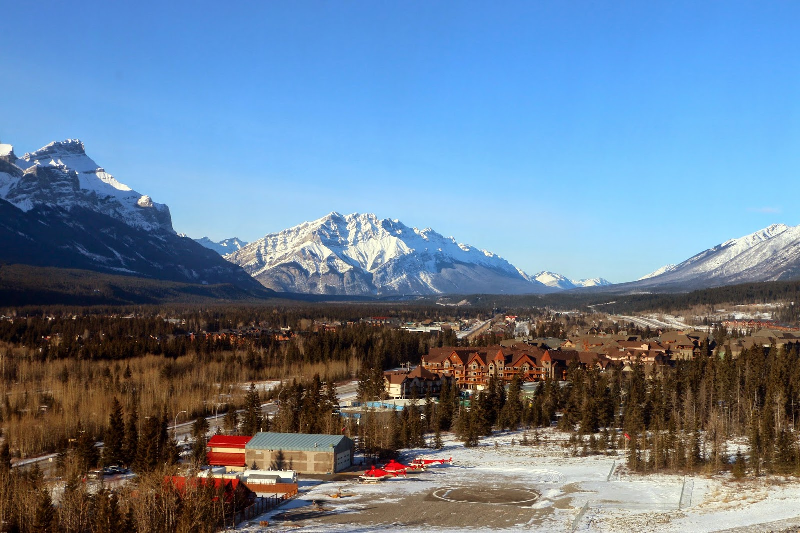 Helicopter Flight over Banff National Park with Alpine Helicopters. By Jessica Mack (aka @SweetDivergence)