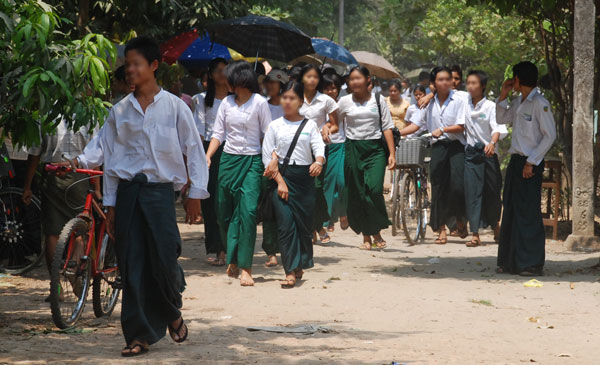 http://2.bp.blogspot.com/-l4kDRSHPCrs/UAoYLeqip4I/AAAAAAAAEX4/QLPpYhQNfns/s1600/myanmar-student.jpg