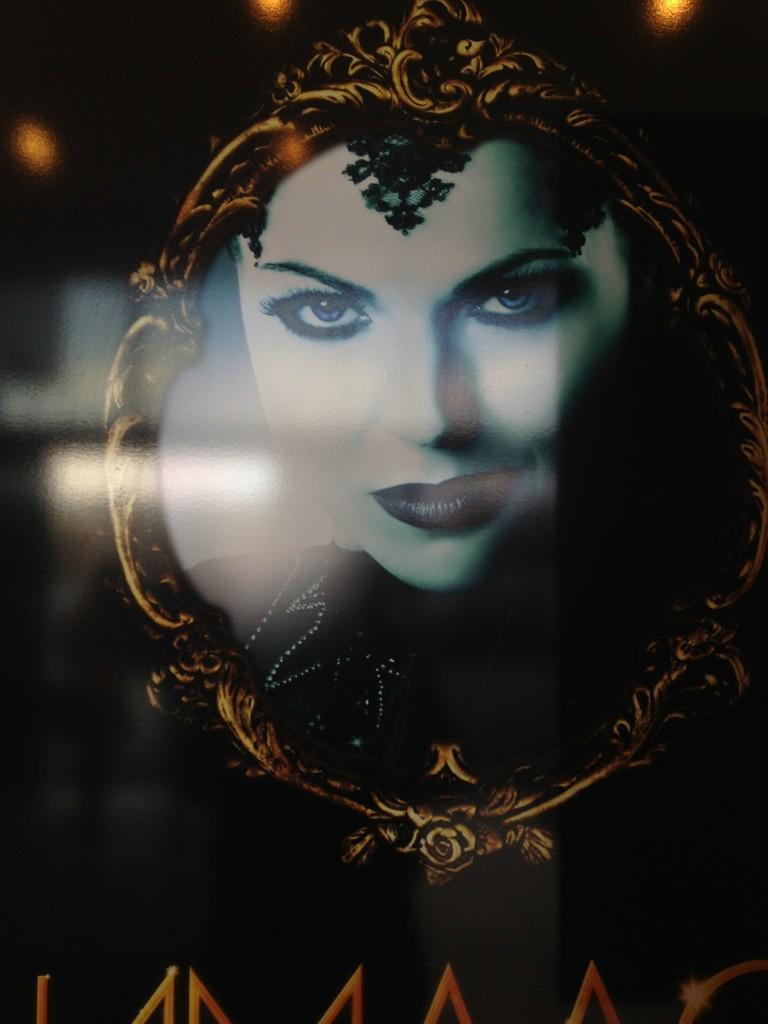 Lana Parrilla Evil Queen onceuponatimeabc.blogspot.com