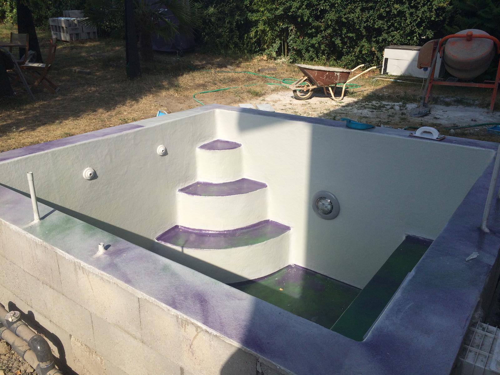 Nouvelle couche de gelcoat pour masquer les taches for Ab construction piscine
