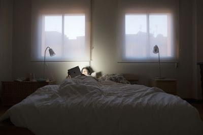 Berhentilah mengurusi pekerjaan saat akan tidur
