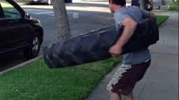 Faire du Hula Hoop avec un pneu de Monster Truck (45kg)