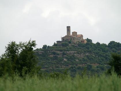 Santuari de Santa Maria de la Guàrdia des de la bifurcació del Bosc de Vilanova amb Terracuques