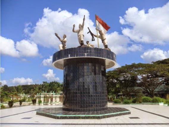 peristiwa-merah-putih-di-manado-gambar-monumen-yang-berada-di-depan-makam-pahlawan-minahasa