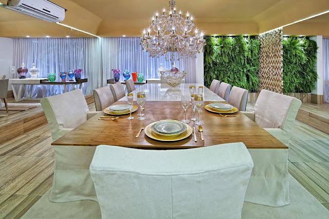 jardim vertical na sala : jardim vertical na sala:Sala de Jantar' por Fatima Mesquita, Márcia Albieri e Regina Amaral