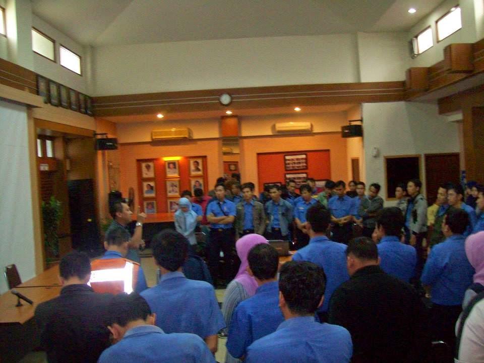 Memotivasi Seluruh Petugas Tol PT. Jasa Marga (Persero), Tbk. Cabang Jakarta - Cikampek