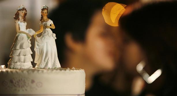 Επίσημη απόφαση: Διαβάστε τι θα παθαίνουν όσοι ιερείς δεν τελούν γάμους ομοφυλόφιλους