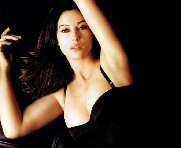 Monica Bellucci Hot Wallpapers