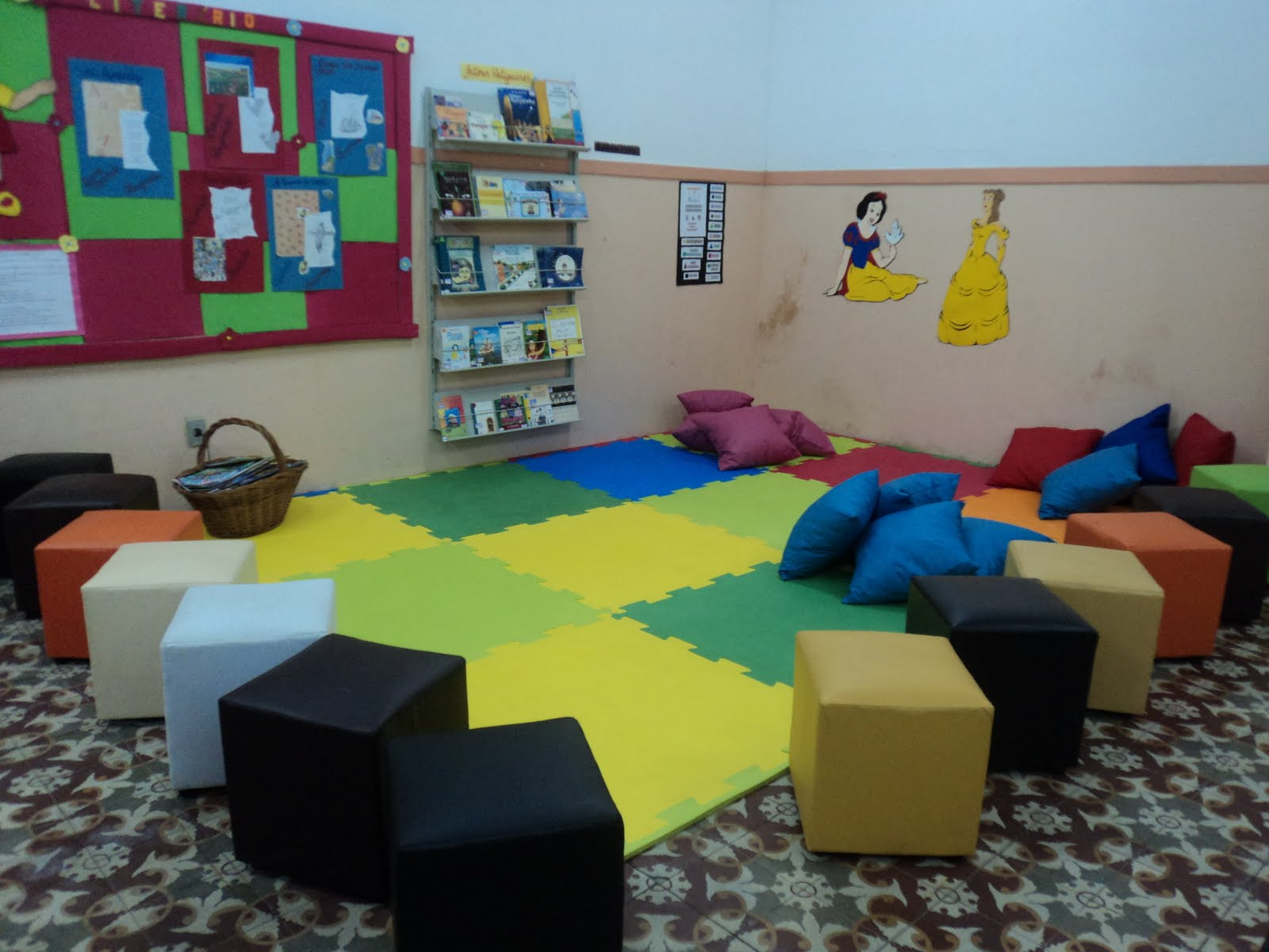 decoracao sala de leitura na escola:mediadoras de leitura decidiram mudar a decoração da Sala de Leitura
