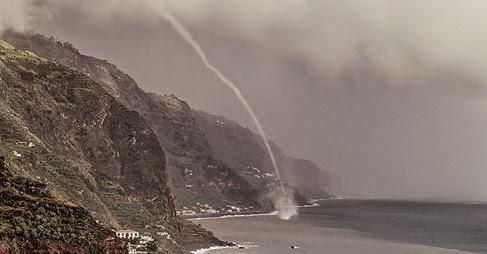 http://olhares.sapo.pt/tornado-19102014-foto6342435.html