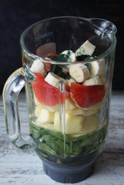 koktajl,szpinak,koktajle ze szpinaku,spirulina,alga morska,algi sproszkowane,banan,grejpfrut,napar z czystka,czystek,biała herbata,zioła,oczyszczanie,jagody goji,energia,dobra energia,