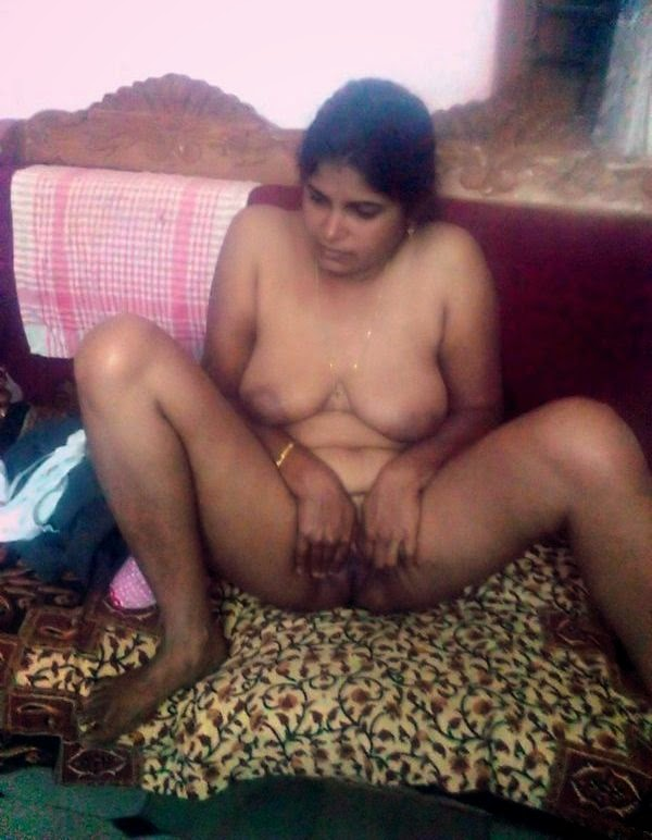 Tamil aunty nude pudai right! good