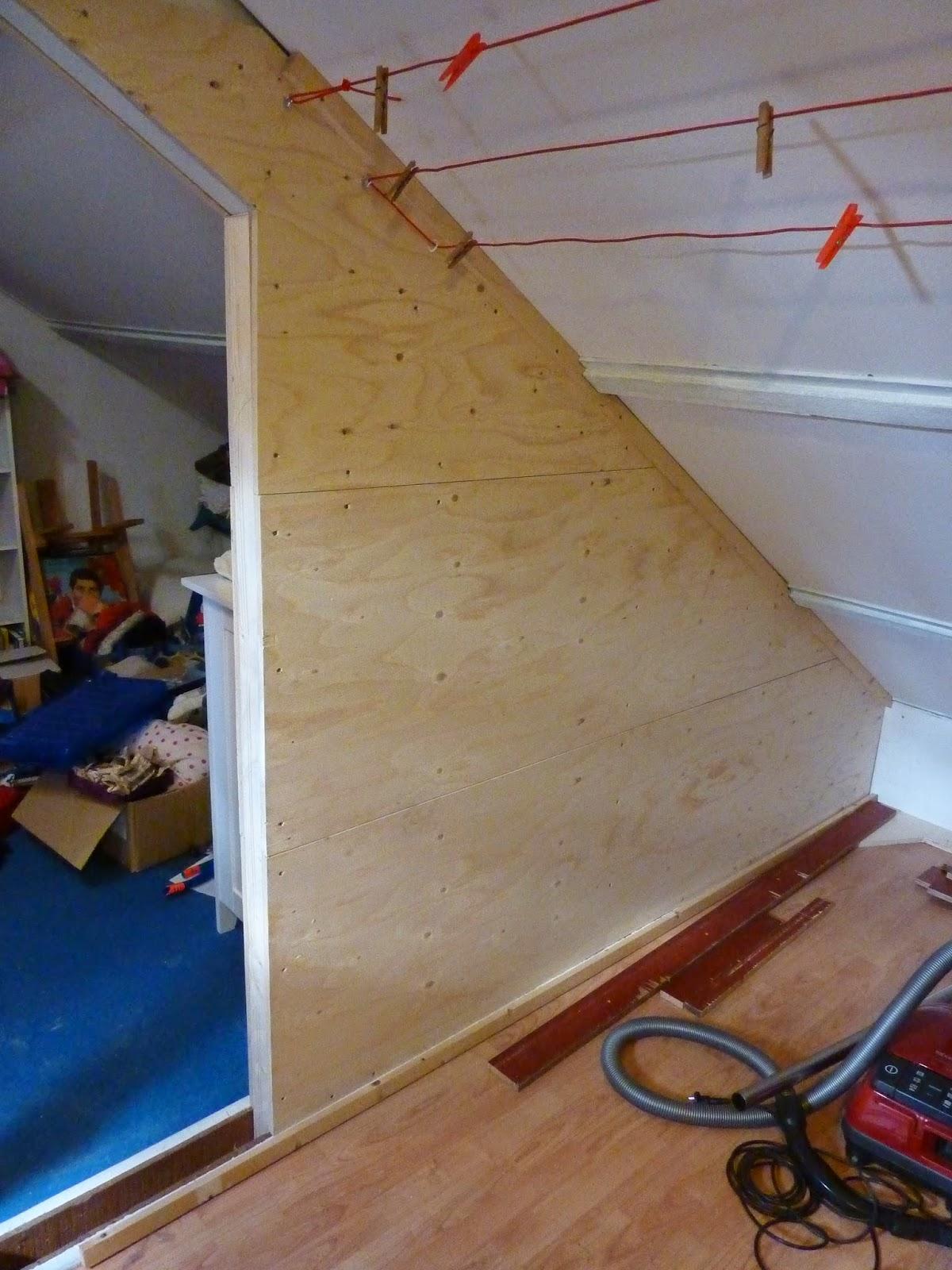 ... halve afwerking van onze zolder midden op onze zolder staat een spant