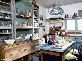 Meuble de cuisine en bois ancien