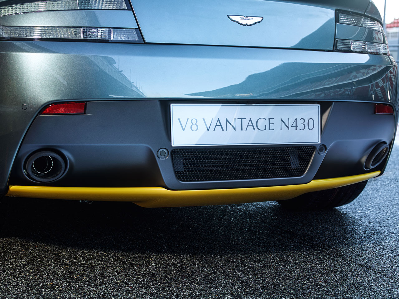 Aston Martin V8 Vantage N430 detail