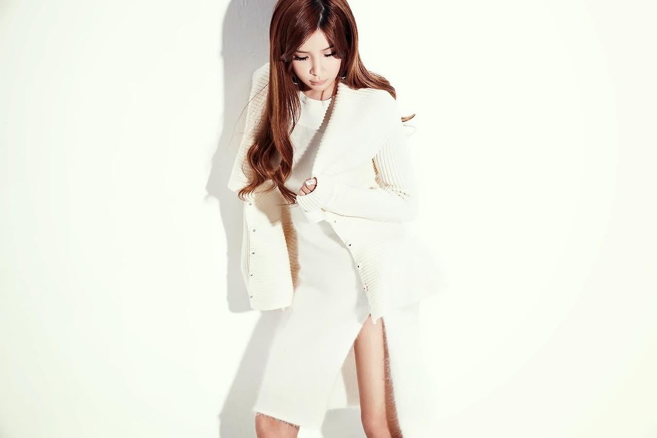 Bom 2NE1 Beauty in White