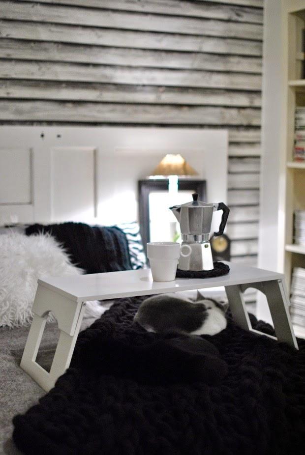 vit sängbricka zebracollection svart ullpläd modernwool