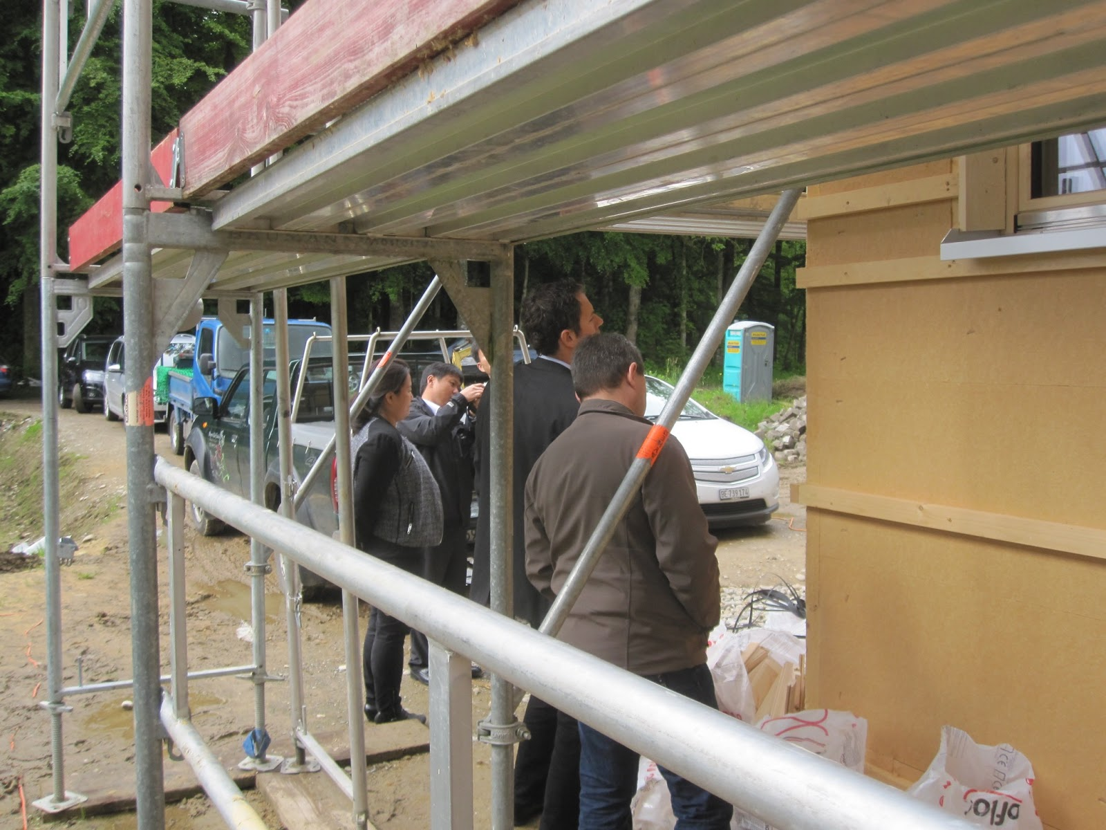 Haus bauen baustelle  Holzhaus - wir bauen ein Haus aus Holz: Fernöstlicher Besuch auf ...
