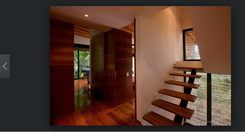 contoh interior tangga pada rumah kayu