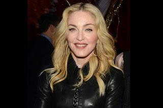 """Na madrugada desta terça-feira, 14, Madonna posou com piercing personalizado – com a letra """"M"""" - no nariz. """"Você não deve mexer com essa estrela da sorte"""", escreveu a cantora em legenda de selfie postada na rede social Instagram."""