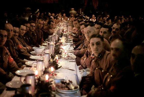 40 Must-See Photos Of The Past - Hitler's officers and cadets celebrating Christmas, 1941