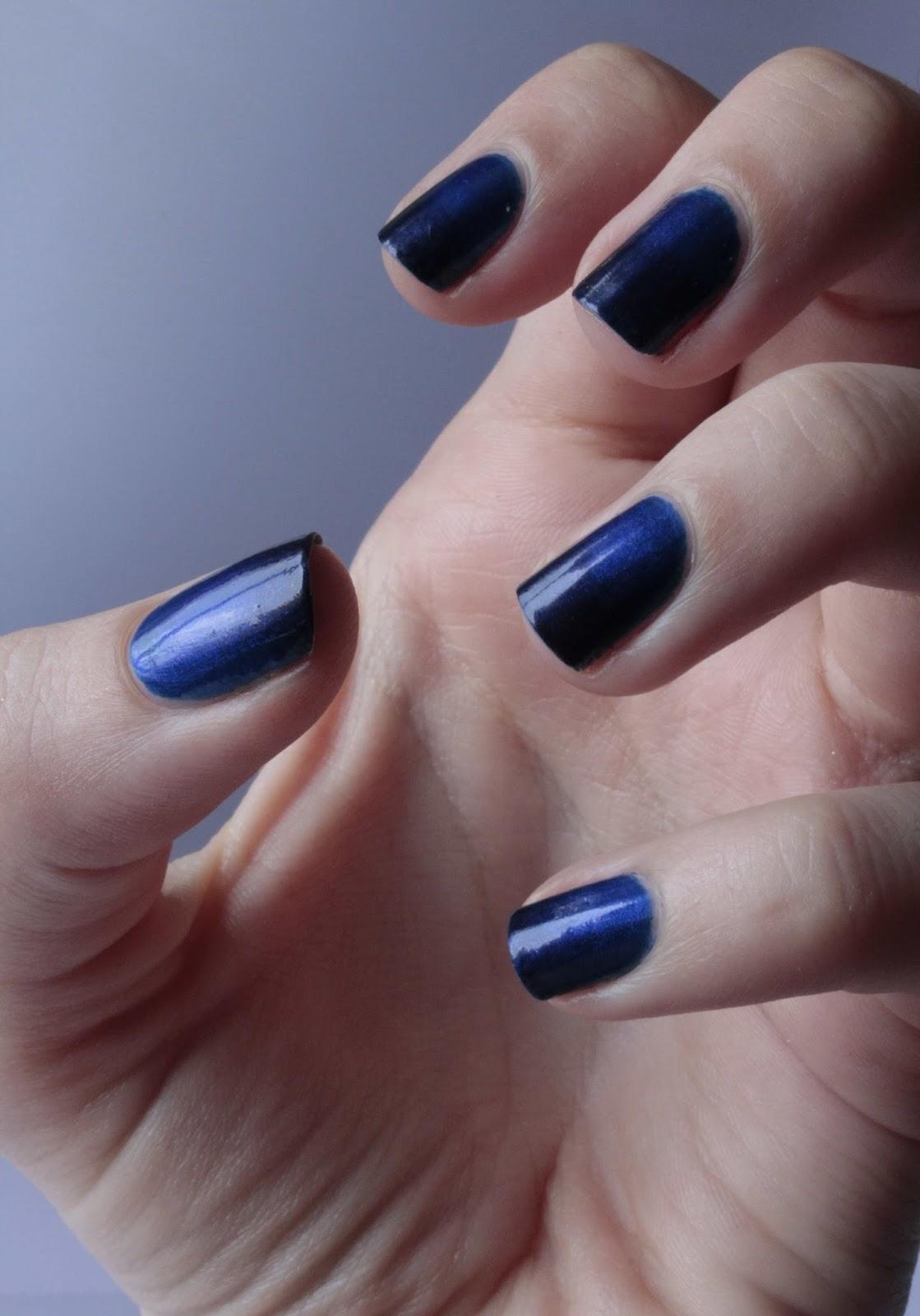 Hugold mode jusqu 39 au bout des ongles d cryptage tendances automne hiver - Ongle bleu marine ...