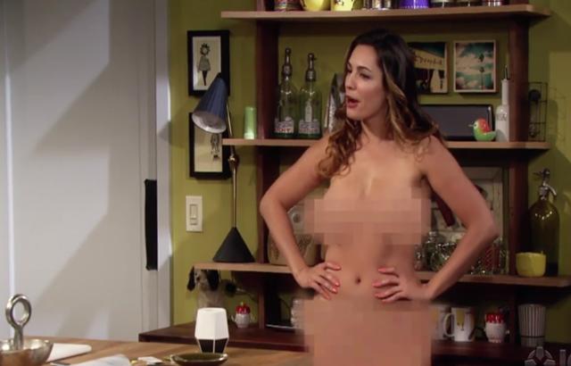 Aktris dan model seksi Kelly Brook bugil saat membintangi One Big Happy