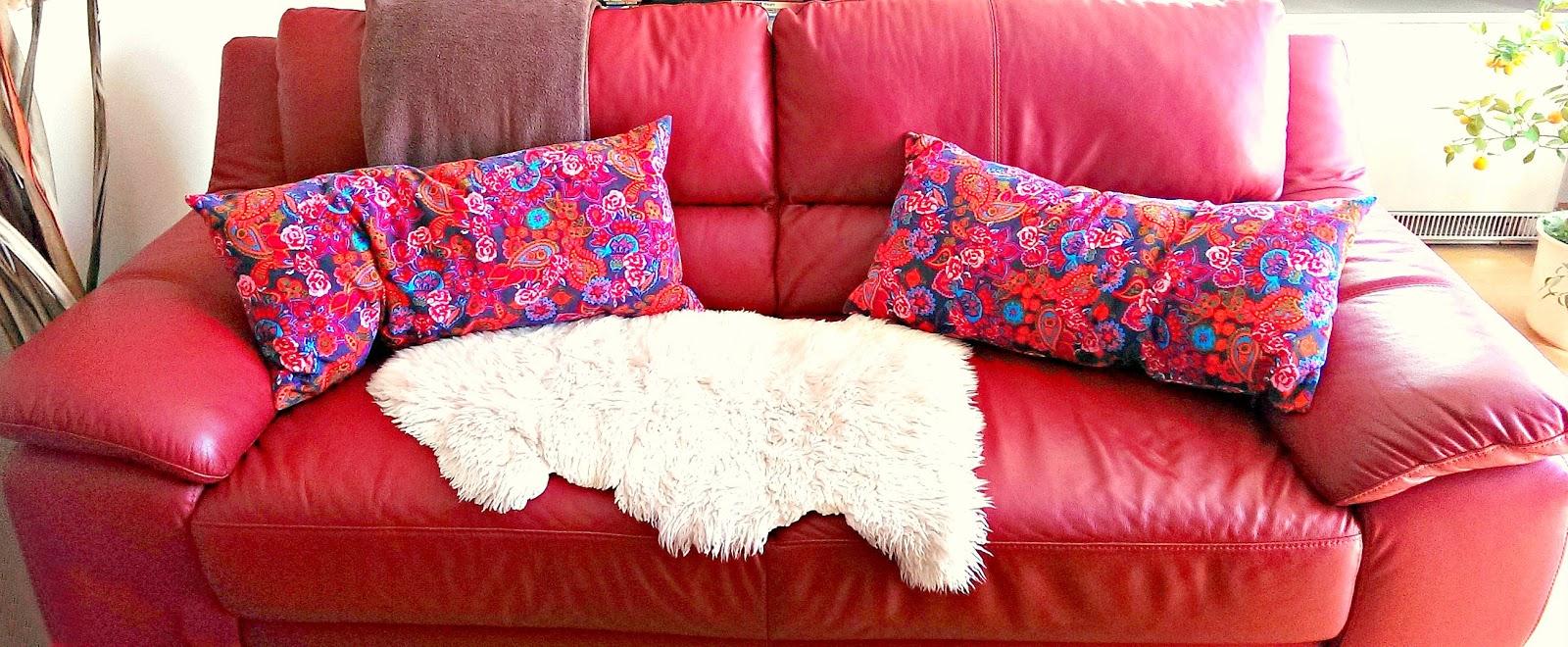 selbstgenähte Kissen aus Stenzo Stoff auf der Couch