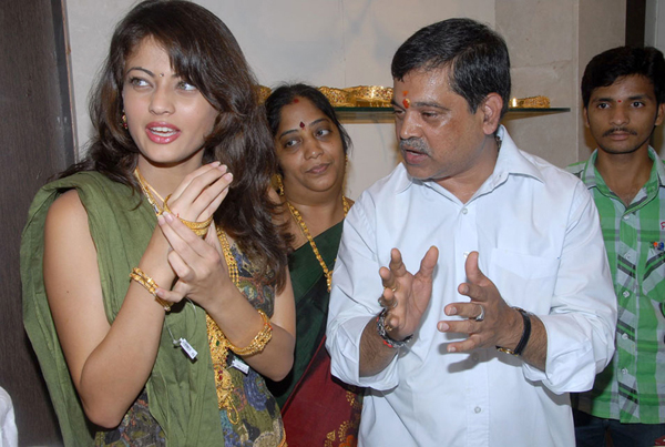 , Sneha Ullal Latest Pics At Kubera Jewellery Launch