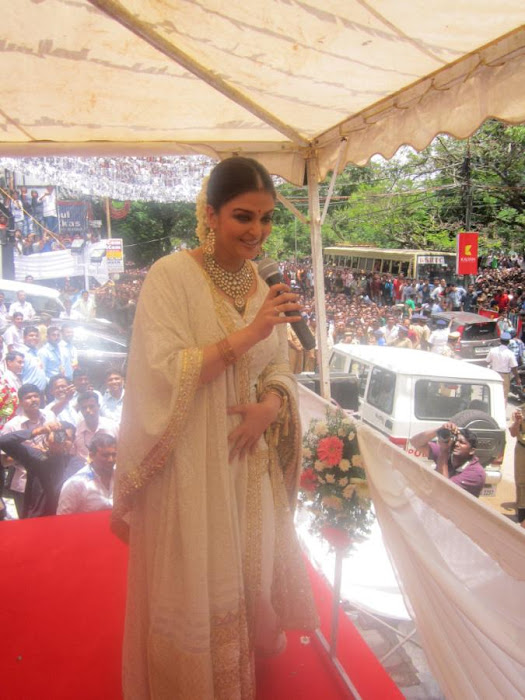 aishwarya rai launch kalyan jewellers store hot images