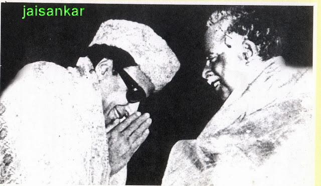 MGR getting Blessings from 'Arignar' Anna Durai