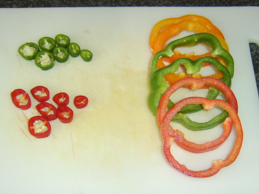 how to cut a bell pepper for pizza