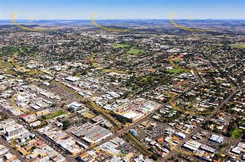 See current time in Toowoomba right now with time zone offset & DST information. Local time and date in Toowoomba with other information such as sunrise sunset calendar, area codes and list of airports for Toowoomba, Queensland Australia.