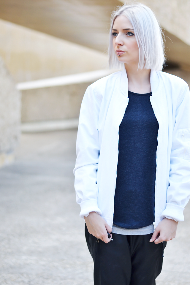 Outfit, ootd, street style, white bomber, asos, primark, leather, trackpants, joggers, vero moda, white slip ons, zara