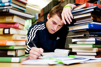 How Social Media Helps in Assignment Writing