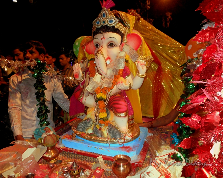 Child form Ganesha off for immersion during the festival of Ganesh Visarjan, Mumbai