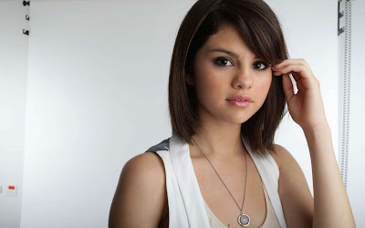 Selena Gomez 2012 Wallpaper