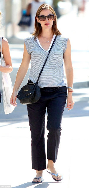 Jennifer Garner Casual In Stripes