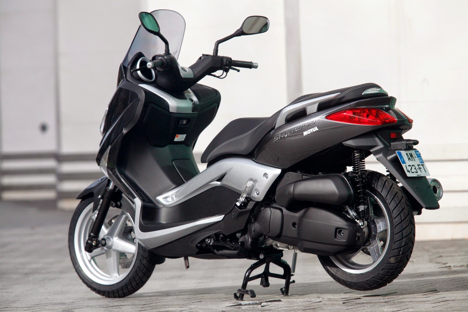 MBK Skycruiser New 125 cc Black Scooty HD Wallpapers
