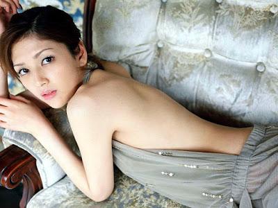 kRei Yoshii Show Her Back