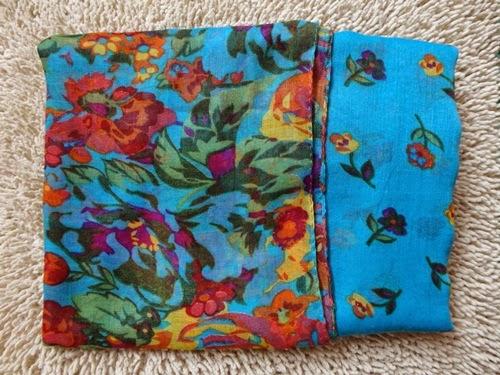 Shawl Biru Bunga-Bunga Cinta
