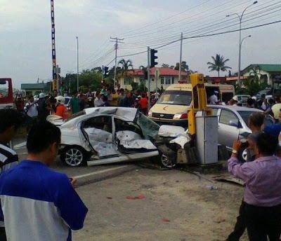 Gambar, Kereta Di Rempuh Kereta Api, 3 Cedera Seorang Terselamat