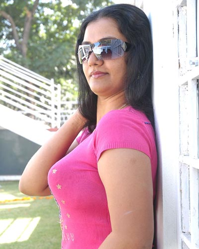 Aunty Apoorva unseen Pics Gallery. South Indian Famous Mallu Aunty ...