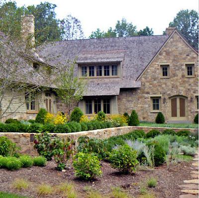 Fachada de casa rústica en piedra natural