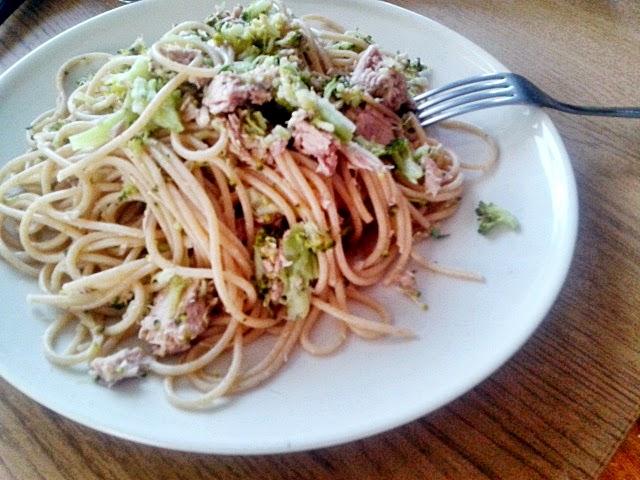 Spaghetti brokułowe z tuńczykiem