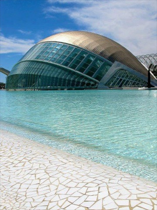 Social Messenger: The City of Arts and Sciences. Valencia, Spain.