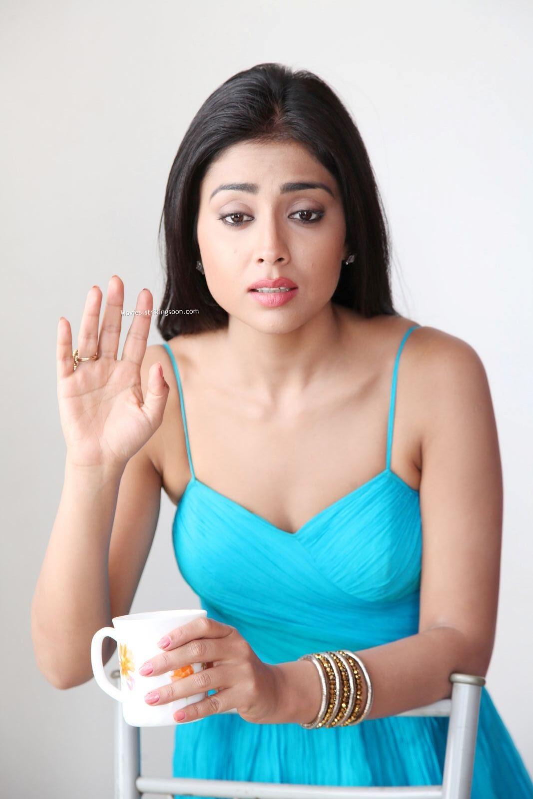 shriya saran hot hd images in pavitra telugu movie   atozallmovie
