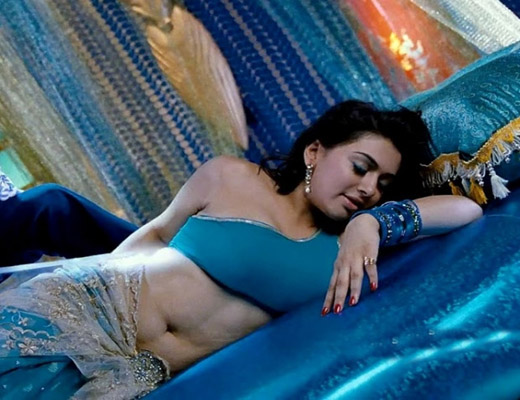 Juripunek: Hansika Motwani Hottest Navel Stills From Velayudham Song