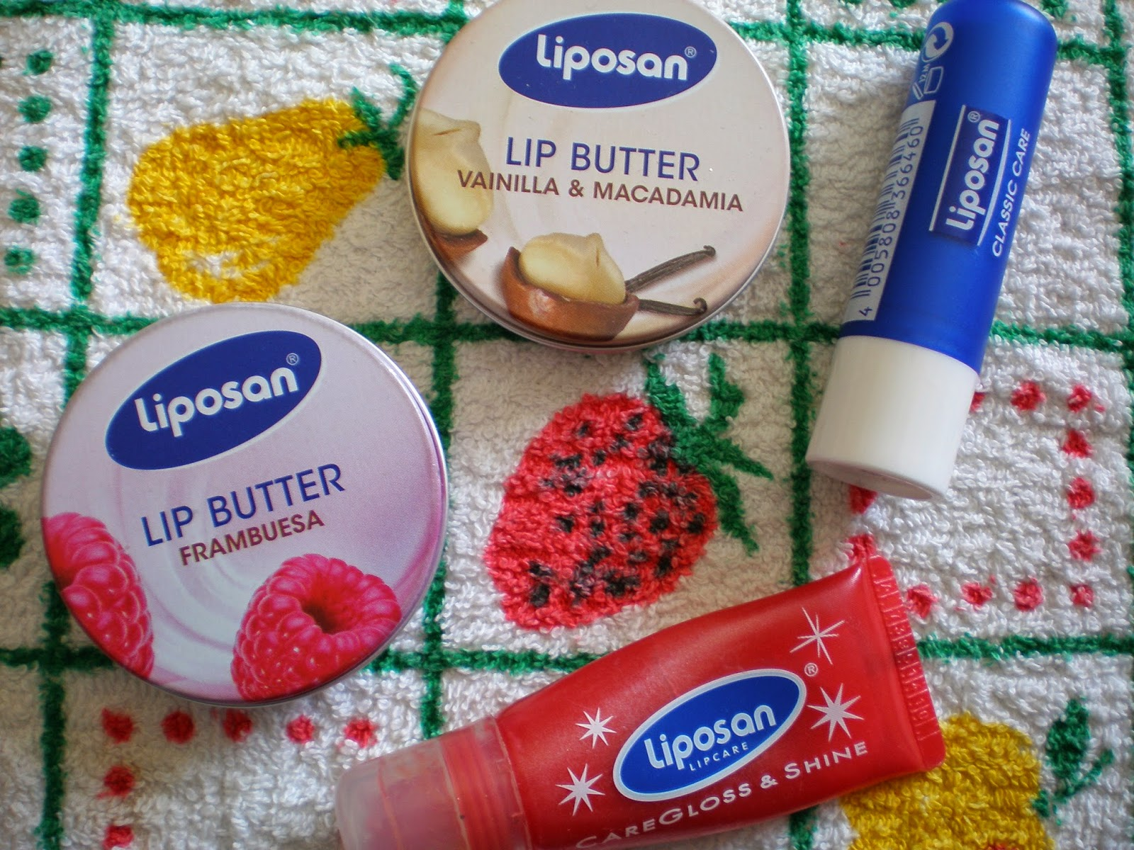 liposan Classic care, lip butter Frambuesa, lip butter Vanilla & Macadamia, caregloss & shine